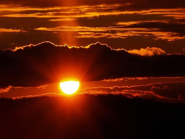 Images coucher de soleil - Page 5 515c3f01